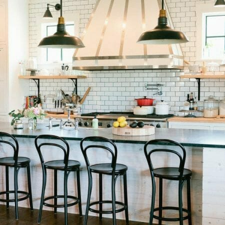 ELEMENTS OF A STYLISH & FUNCTIONAL FARMHOUSE KITCHEN